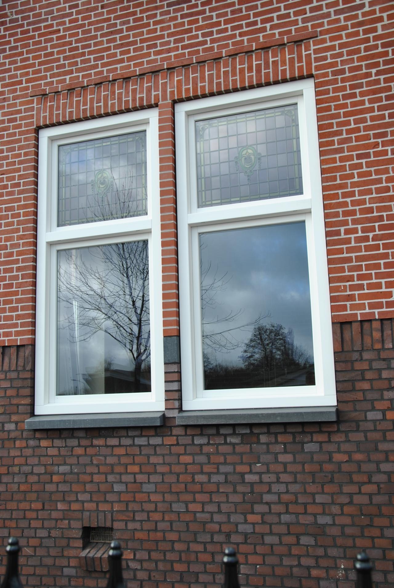 Kozijnen blokprofiel met glas in lood raadsveld for Deuren stadskanaal